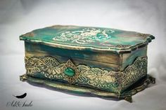 Hand Decorated Box Antique Jewelry Box Old Antique box Decoupage Wood, Decoupage Vintage, Altered Cigar Boxes, Altered Bottles, Idee Diy, Antique Boxes, Painted Boxes, Jewellery Boxes, Jewel Box