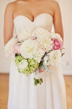 HVA heter de store hvite blomstene der?  tenker en blanding av de og brudeslør? er det fint?