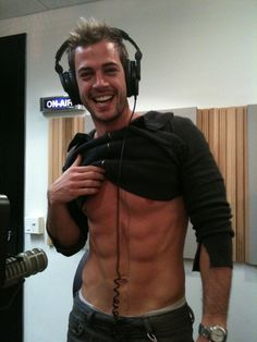 / William Levy in the studio. William Levi, Thalia, Ariana Grande Pictures, Cute Gay, V Cuts, Muscle Men, American Actors, Gorgeous Men, Beauty