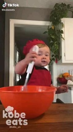 Cute Funny Baby Videos, Funny Baby Memes, Cute Funny Babies, Funny Videos For Kids, Cute Kids Pics, Cute Baby Pictures, Cute Little Baby, Baby Kind, Baby Cooking