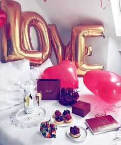 Ideas Birthday Surprise Ideas Balloons Night For 2019 Romantic Gifts For Girlfriend, Romantic Gifts For Him, Valentines Gifts For Boyfriend, Valentines Day Treats, Boyfriend Anniversary Gifts, Year Anniversary Gifts, Valentines Day Decorations, Boyfriend Birthday, Boyfriend Gifts