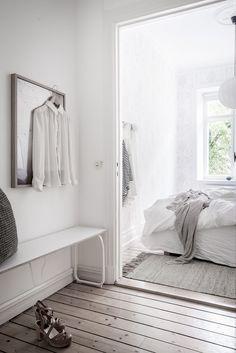 Välkommen in till lägenhetens sovrum. Övre Majorsgatan 14A - Bjurfors