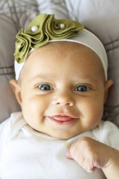 Baby girl head band it so cute! I think i could make it : )