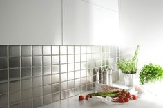 Boost your small kitchen with statement-making and easy-to-clean tile, and find out how MV Series Glass Mosaic Tiles can make a major design impact on the backsplash, countertops and floors. Diy Kitchen Cabinets, Kitchen Tile, Kitchen Ideas, Deco Cool, Glass Mosaic Tiles, Cuisines Design, Interior Design Kitchen, Home Projects, Kitchens