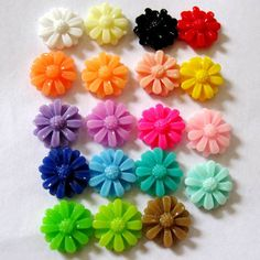 13mm  Resin Daisy Flower CabochonsTEN You by BeadFindingUtopia, $1.99
