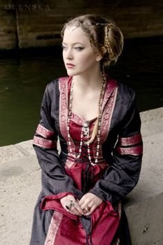 Medieval dress embroidered stripes, I simply love this!