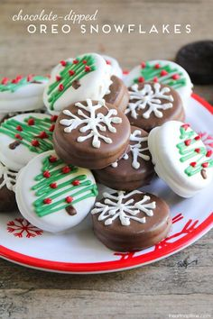 These chocolate dipped Oreo snowflakes and Christmas trees are so adorable and s., Holiday Tips, These chocolate dipped Oreo snowflakes and Christmas trees are so adorable and super easy too! A super fun holiday activity for the whole family! Holiday Desserts, Holiday Baking, Holiday Treats, Holiday Recipes, Christmas Recipes, Christmas Treats For Gifts, Homemade Christmas, Holiday Parties, Christmas Chocolates