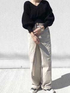 LEINWÄNDEのコルセットスリーブニット。お袖がぽわんとしててかわいい。 インスタ _____