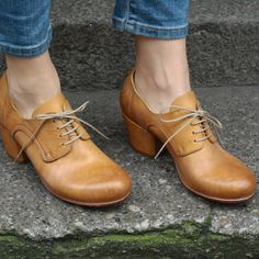 """Moma """"Oxford Heel"""" shoe - A Mano Moma Shoes, Oxford Heels, Oxford Booties, Shoe Boots, Shoes Heels, Brogues, Blue Shoes, Shoe Collection, Designer Shoes"""