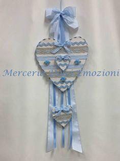 Merceria Dolci Emozioni: Coccarda nascita con cuori in legno in stile country