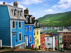 Typical maritime Canadian houses in St. - Architecture and Urban Living - Modern and Historical Buildings - City Planning - Travel Photography Destinations - Amazing Beautiful Places St John's Canada, Canadian House, In Loco, Colourful Buildings, Colorful Houses, Newfoundland And Labrador, Newfoundland Canada, City Scene, City Architecture