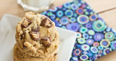 23 Reese's Peanut Butter Cup Recipes - a peanut butter and chocolate lovers dream. A round up of 23 over the top desserts with Reese's peanut butter cups! Peanut Butter Cup Cookies, Reeses Peanut Butter, Chocolate Chip Cookies, Chocolate Chips, Candy Bar Cookies, Cookie Bars, Reese's Cookies, Decorated Cookies, Just Desserts