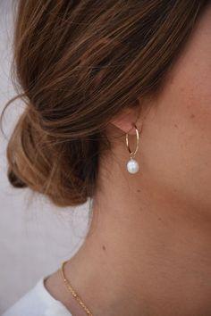 Caumont gold hoop earrings Gold pendant earrings Baroque white pearl hoop earrings Wedding jewelry Valentine s Day Golden Earrings, Golden Jewelry, Gold Hoop Earrings, Dangle Earrings, Wedding Earrings Gold, Pearl Wedding Jewelry, Dior Earrings, Dainty Earrings, White Earrings