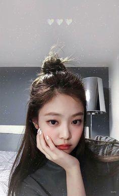 [under revision] Bighit Entertainment & YG Entertainment made a show collaboration. It features BLACKPINK & Bangtan Sonyeondan together with other labelmates. Kpop Girl Groups, Korean Girl Groups, Kpop Girls, Divas, Blackpink Jennie, Mode Kpop, Jenny Kim, Black Pink Kpop, Blackpink Members