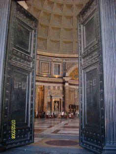 El Panteón de Agripa o Panteón de Roma  es un templo circular construido en Roma a comienzos del Imperio romano, dedicado a todos los dioses.  En la ciudad, es conocido popularmente como La Rotonda (la Rotonna), de ahí el nombre de la plaza en que se encuentra.foto de claudia lara
