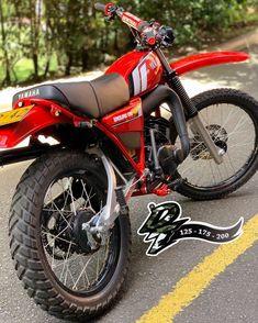 🤷🏼♂️ Pregunta para los que comentan con tanta seguridad sobre estas moto Dt Yamaha, Yamaha Bikes, Usa Tumblr, 4x4, Motorcycle, Vehicles, Deadpool, Instagram, Awesome