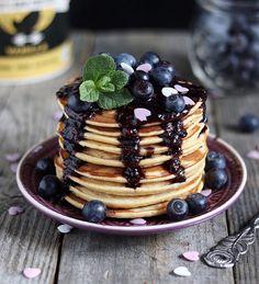 Zutaten/ Ingredients: 65gr Dinkelmehl (oder anderes)/ spelt flour (or other) 15gr veganes Proteinpulver* / vegan protein powder 1 Banane (ca. 100gr) / banana 75gr Soja-Joghurt / soy yogurt ca. 50m…