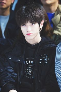 I l or the duality if Taeyong like he can look like a squish like right here and then u see pics of him performing and ur like? Tf excuse u oppa I am feeling so attacked rn Jonghyun, Shinee, Lee Taeyong, Nct 127, Nct Yuta, Winwin, K Pop, Nct Dream, Jack Frost