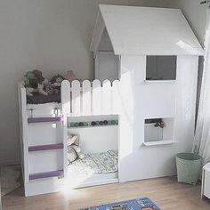 北欧のおしゃれなインテリアショップIKEA(イケア)。大きな家具もびっくりするくらいのお値段で安く買えてしまうので、重宝している人も多いはず。中でもシンプルなリバーシブルベッド『KURA』は、子供部屋のベッドとして大人気!シンプルなのでDIYしやすく、用途や子供の性格に合った家具を手作りできるんですよ。二段ベッドにもなるので兄弟2人の子供部屋におすすめのインテリアです。ぜひリメイクしてみて下さい。 | ページ1