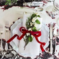 For an organic finishing touch, Alessandra Branca tied velvet ribbons around the napkins with a sprig of white berries.