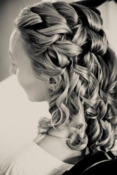 #hairstyles  Photography: Corinna Raznikov Photography - raznikovphotography.com Wedding Coordination: Tangorra Wedding Planning - linneatangorra.com  Read More: http://www.stylemepretty.com/massachusetts-weddings/boston/2012/06/08/marblehead-wedding-at-the-corinthian-yacht-club-by-corinna-raznikov-photography/