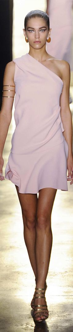Angelic and Romantic - the upper arm cuffs are so Grecian. Cushnie et Ochs- Spring 2015 RTW Pink Fashion, Love Fashion, Runway Fashion, Womens Fashion, Fashion Design, Fashion Spring, Trendy Dresses, Short Dresses, Rose Pale