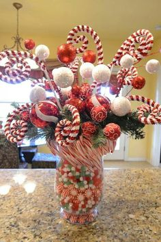 44 Unique Easiest Diy Centerpiece Christmas Table Decorating Ideas – Welcome My World Office Christmas, Simple Christmas, Beautiful Christmas, Christmas Holidays, Green Christmas, Christmas Tree Decorations Items, Christmas Table Centerpieces, Quince Decorations, Christmas Tabletop