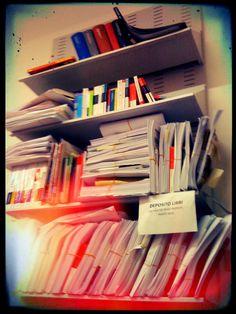 #FFF #FollowFridayFeltrinelli l'ordine regna sovrano. Deposito libri (se non sai dove metterli, mettili qui)