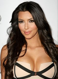 Kim Kardashian Cleavage at Perfume Launch Get the latest news on Kim Kardashian Robert Kardashian, Khloe Kardashian, Kardashian Kollection, Kardashian Beauty, Kim Kardashian Fragrance, Kylie Jenner, Actrices Sexy, Femmes Les Plus Sexy, Teen Choice Awards