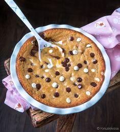 Chocolate Chip Mudcake | Reseptit | Kinuskikissa Pancakes, Oatmeal, Chips, Chocolate, Baking, Breakfast, Food, The Oatmeal, Morning Coffee