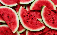 Watermelon is a delicious and refreshing fruit that's also good for your health. Watermelon is a special kind of berry. The fruit contains Fruit And Veg, Fruits And Vegetables, Fresh Fruit, Juicy Fruit, Fruit Food, Watermelon Benefits, Watermelon Nutrition, Wtf Fun Facts, Random Facts