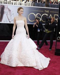 jennifer Sim, ele vai ser lembrado pela eternidade como o vestido do tombo da Jennifer Lawrence no Oscar de 2013, mas eu não me importava de cair num Dior lindo desses enquanto subia escadas para receber um prêmio de melhor atriz. Não mesmo.