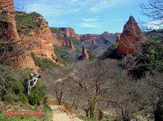 Las Médulas.  Esta situado en la región del bierzo, en Leon, España y fue declarado Patrimonio de la Humanidad por la UNESCO