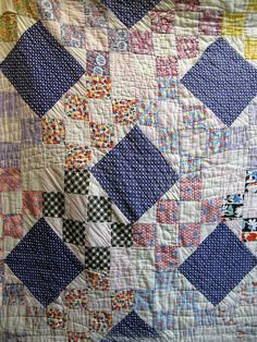 Interesting vintage quilt - unusual pattern/setting.