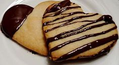 Either use the recipe by using the link, or just make shortbread cookies and drizzle them with chocolate. put them out with the other finger food items at the reception. Chocolate Dipped Cookies, Moon Pies, Whoopie Pies, No Bake Treats, Shortbread Cookies, Cream Pie, Base Foods, Macaroons, Food Items