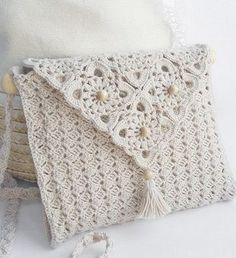 White Crochet Bag - Free Crochet Diagram - (clubmasteric)- this would actually be pretty adapted as a book cover . Crochet Diy, Beau Crochet, Love Crochet, Beautiful Crochet, Crochet Crafts, Crochet Pillow, Crochet Ideas, Pull Crochet, Simple Crochet