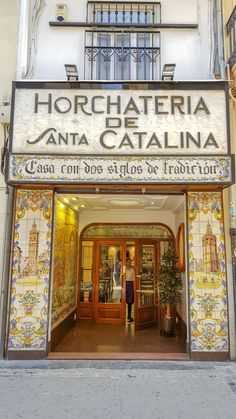 Horchateria de Santa Catalina in het historische centrum van Valencia Valencia Restaurant, Valencia City, Portugal, Moraira, Alicante Spain, Travel Around Europe, Spain Travel, Dream Vacations, Madrid