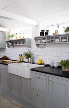 New kitchen inspiration grey cupboards ideas Grey Cupboards, Grey Kitchen Cabinets, Painting Kitchen Cabinets, Kitchen Tiles, Kitchen Decor, Kitchen Grey, White Cabinets, Shaker Cabinets, Kitchen Storage