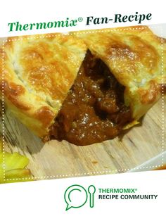 Recipe Best Ever Beef Pie by EbonyD, learn to make this recipe easily in your kitchen machine and discover other Thermomix recipes in Main dishes - meat. Meat Recipes, Cooking Recipes, Savoury Recipes, Pastry Recipes, Dinner Recipes, Beef Pies, Mince Pies, Pot Pies, Bellini Recipe