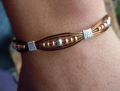 Wire Jewelry Bracelets not Jewellery Armoire via Jewellery Jewellery Organizer save Jewellery Shops Guildford + Jewellery Box Kenya Leather Jewelry, Metal Jewelry, Beaded Jewelry, Jewelry Bracelets, Jewlery, Metal Bracelets, Leather Cord, Bracelet Fil Alu, Wire Wrapped Bracelet