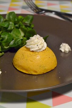 Domes of coconut curry carrots and goat cheese mousse - When Nad cooks . Coco Curry, Tapas, Great Appetizers, Kitchen Recipes, Goat Cheese, Food Videos, Entrees, Vegetarian Recipes, Brunch
