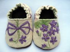 violet embroidery - use vintage linens. Embroidery Scissors, Embroidery Transfers, Vintage Embroidery, Embroidery Patterns, Hand Embroidery, Baby Booties, Baby Shoes, Baby Sandals, Lazy Daisy Stitch