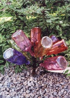 Mini Bottle Tree - I really like these! Would be nice to use along a walkway...