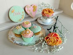 Rococo Wedding Cupcakes and Cookie Favours