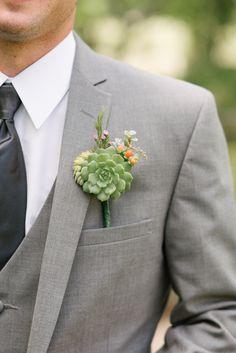grooms succulent boutonniere #groomslook @weddingchicks