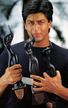 SRK - Holding 3 of his awards. Shahrukh Khan And Kajol, Shah Rukh Khan Movies, Abram Khan, Half Girlfriend, Sr K, Actors Images, King Of Hearts, Face Photo, Music Film