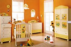 Color naranja en la habitación del bebé