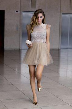 Salada vestido curto - tule - manga charmosa.