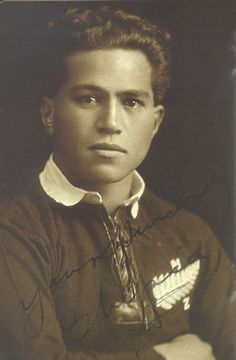 George Nepia, New Zealand - famous Maori rugby player for the All Blacks. Rugby League, Rugby Players, Richie Mccaw, International Rugby, All Blacks Rugby, New Zealand Rugby, Rugby World Cup, European Tour, Sport Man