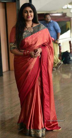 Beautiful Women Over 40, Beautiful Ladies, Beautiful Housewife, Malayalam Actress, Tamil Actress, Aunty In Saree, Indian Beauty Saree, Indian Sarees, Woman Face